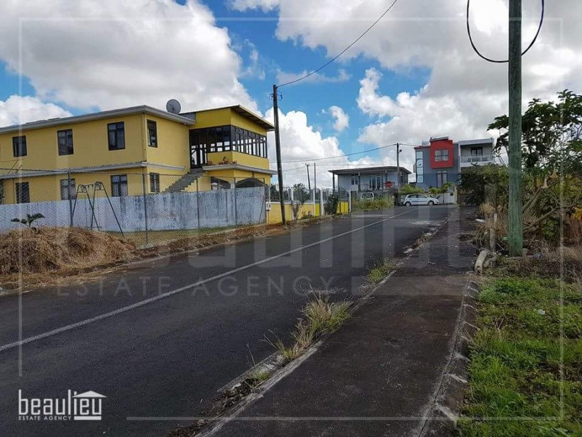 ** 7 Perches Residential land in New Grove,  Deux Bras * *