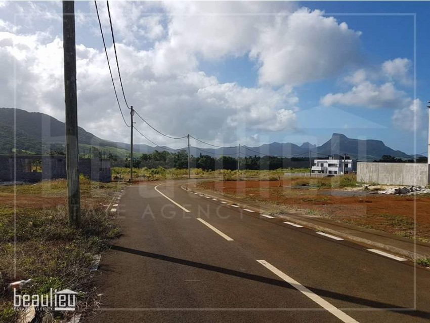 **  6 Perches land in Mahebourg **