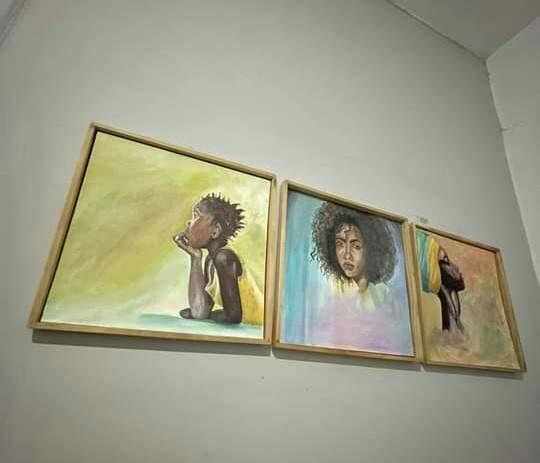 A vendre: tableaux acryliques avec cadres