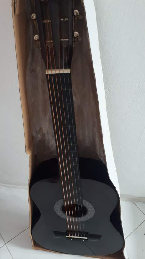 Acoustic Valencia Guitar Neuf - Accoustic guitar at AsterVender