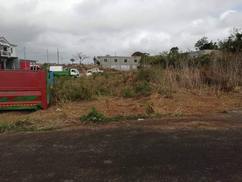 30 perches  land in B. Plateau, Cottage @ Rs 100,000/perche negotiable