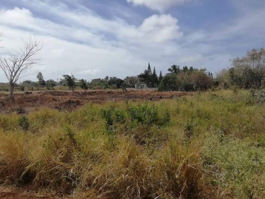 2 plot of 11 perches in The Vale, Sottise each @ Rs 1,550,000 negoti