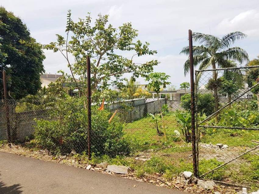 Residential land of 12 perches, St Julien Village @Rs.1.050.000