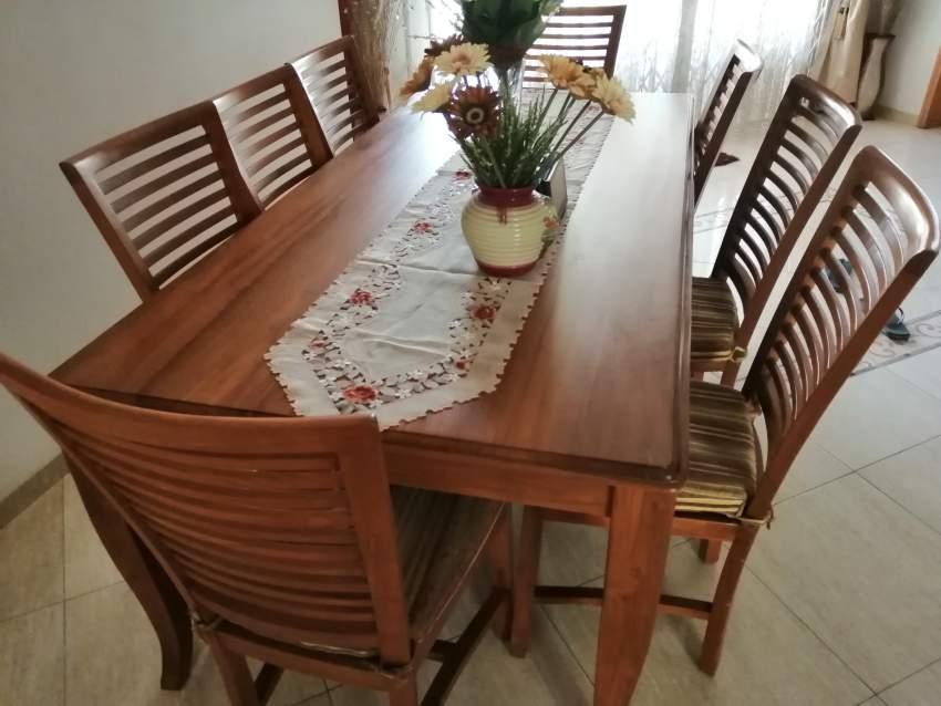 meuble en teck massif avec 8 chaisses aster vender tables. Black Bedroom Furniture Sets. Home Design Ideas