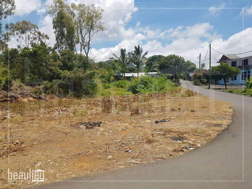 Residential land of 9.35 Perches is for sale in Montagne Blanche