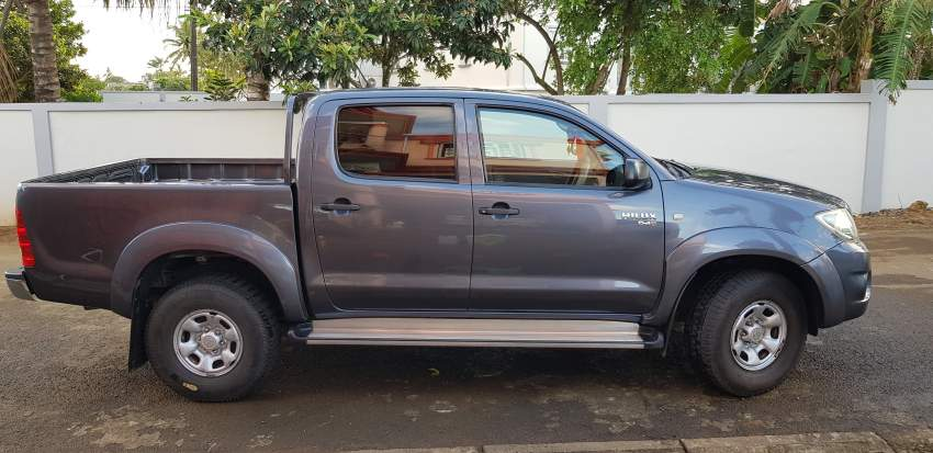 Toyota hilux 4x4  - Pickup trucks (4x4 & 4x2) at AsterVender