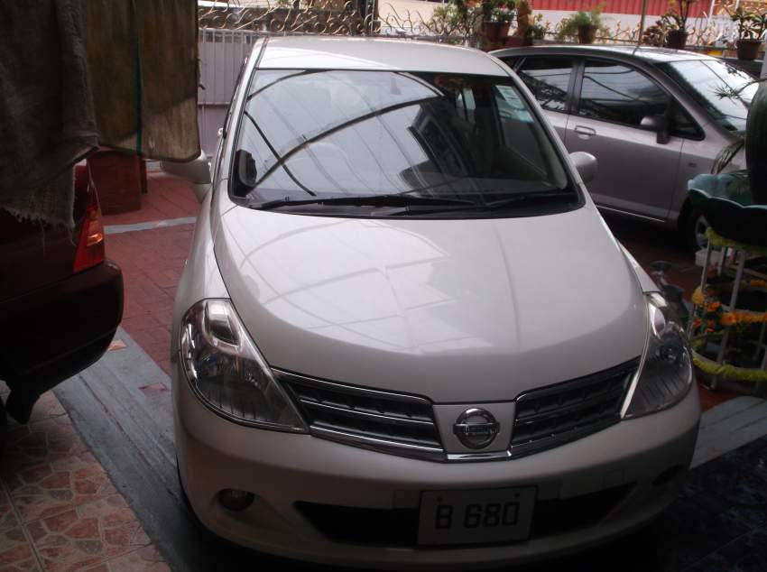 Nissan Tiida Saloon manual with automatic mirrors