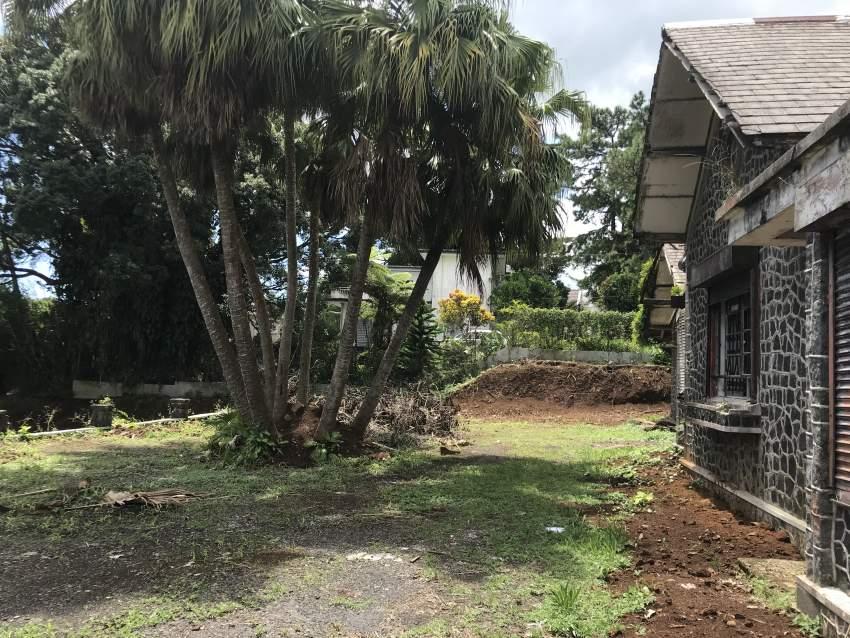 Demi Arpent de Terrain avec Maison Colonial