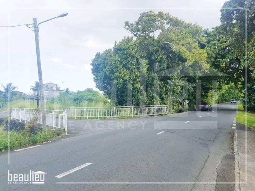 Residential land of 11 perches, Morcellement Constance, Poste de Flacq