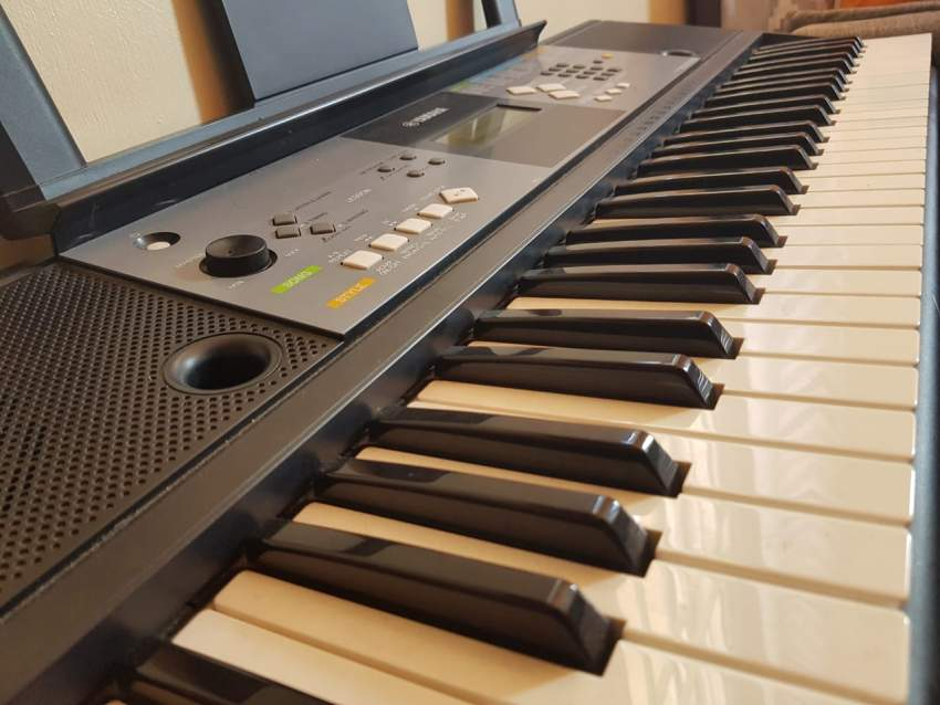 SYNTHESIZER YAMAHA PSR E233