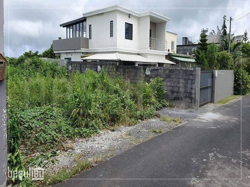 Residential land of 8 perches in Morcellement Natoo, 16ème Mille