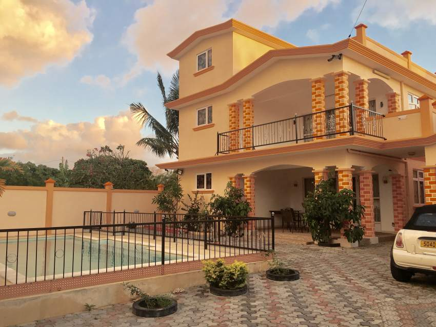 Crown Daisy Villa for rent