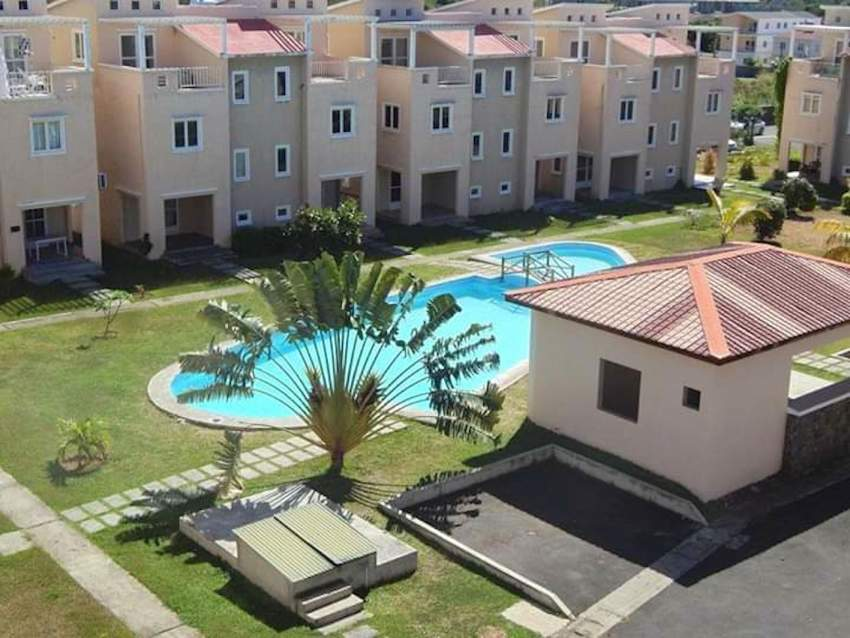Grand Gaube 3 bedrooms triplex  in a complex with swimming pool