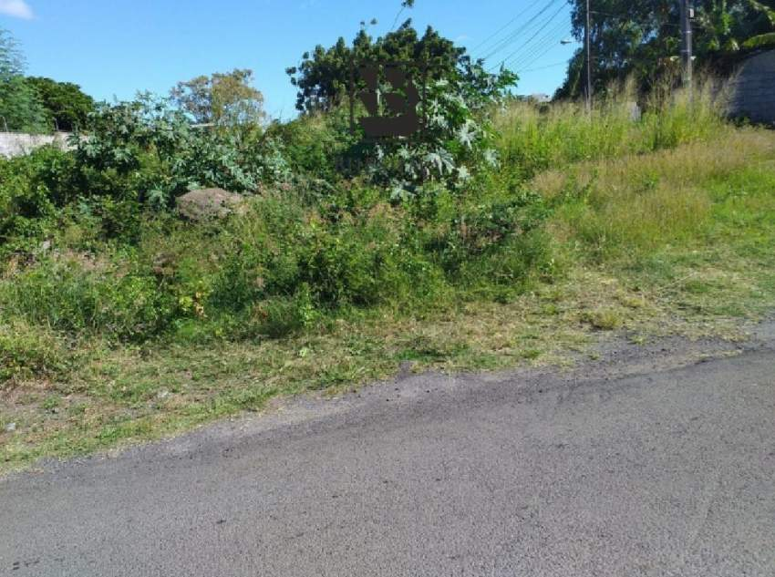 Residential plot for sale in Roche Terre 6 perches @ Rs 625,000