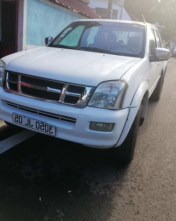 Isuzu pick-up 2005