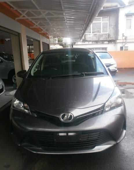 Toyota vitz 2015 Gray