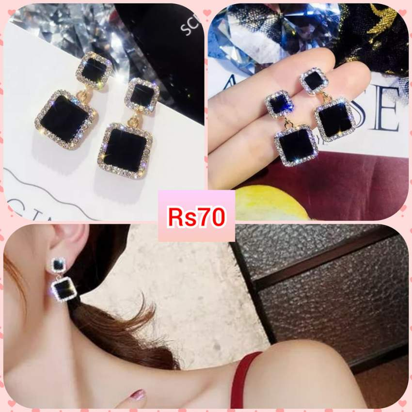 Square black earrings