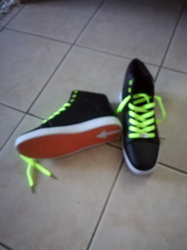sport shoes - Sports shoes at AsterVender