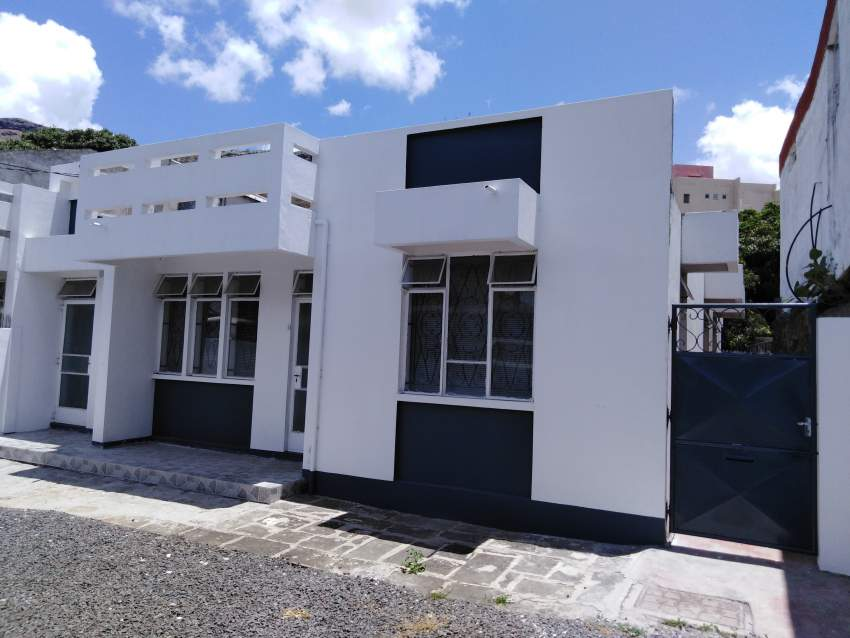 Office with parking for rent in center of Port-Louis