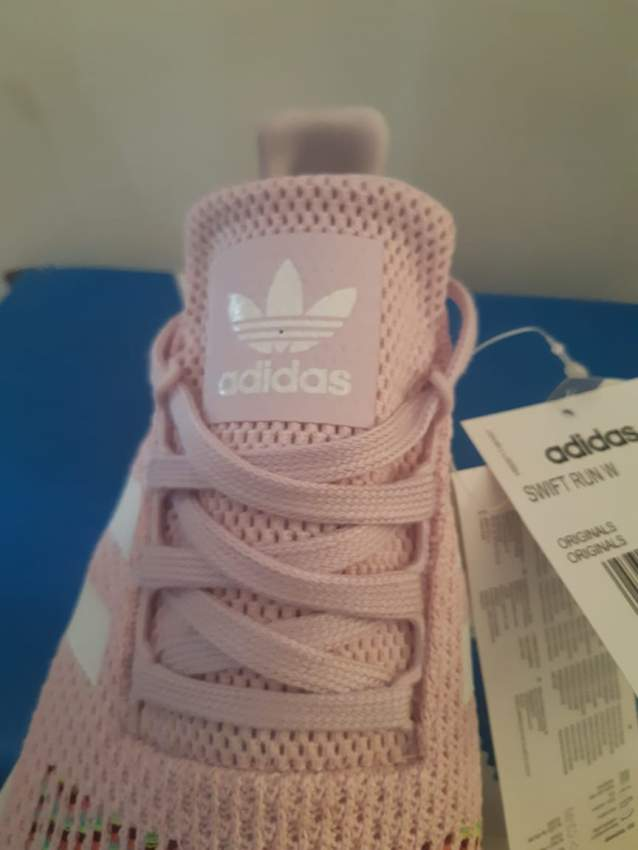 NEW Adidas Original Woman Swift Run  SIZE 42 - Sports outfits at AsterVender