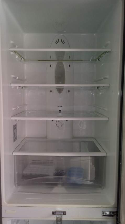 REFRIGERATOR - LG - NEED TO REPLACE THE ENGINE  - Kitchen appliances at AsterVender