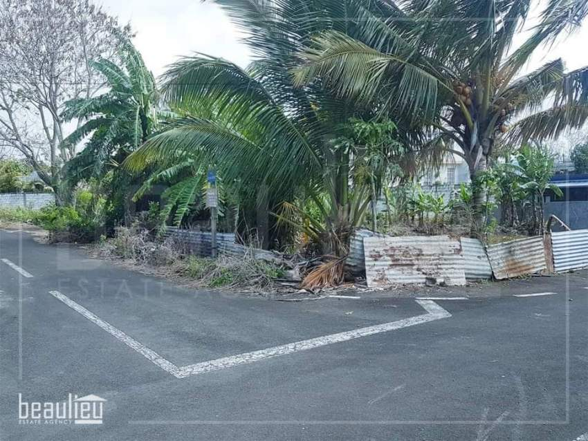 Residential land of 7.5 perches is for sale in Goodlands