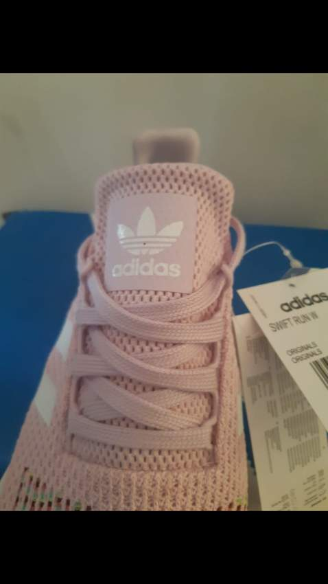 NEW Adidas Original Woman Swift Run in SIZE 42  Available for delivery