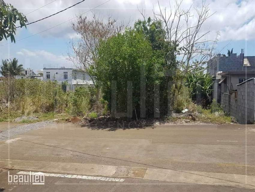 Residential land of 10 perches is for sale in Plaine Des Papayes