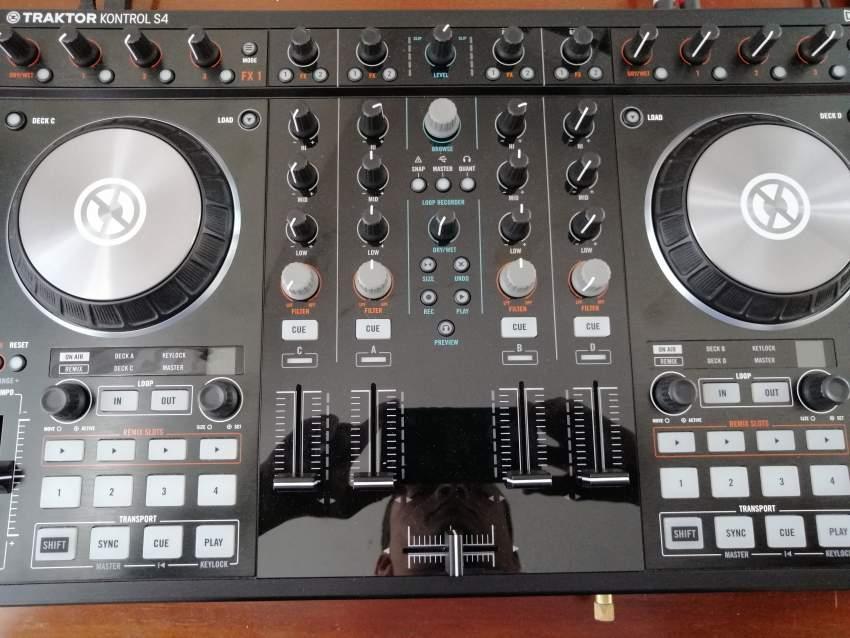DJ controller Traktor S4