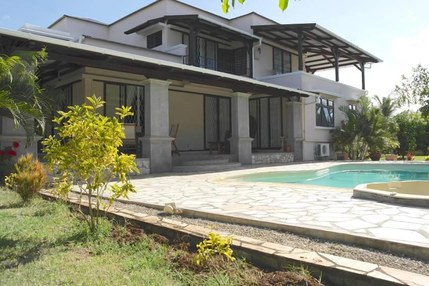 magnifique villa en location avec piscine dans un quartier calme