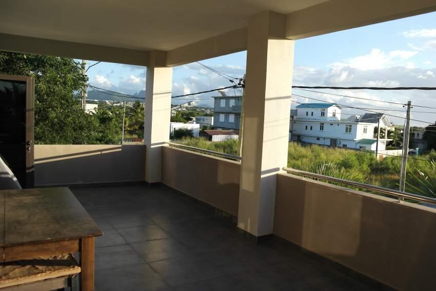 Vente récente villa séparée en 2 appartements de 2 chambres