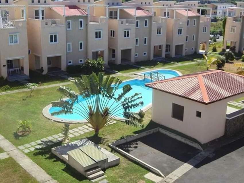 Triplex 3 chambres sécurisé avec piscine