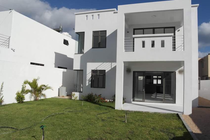 Rivière Noire villa neuve et moderne de 4 chambres proche de la plage