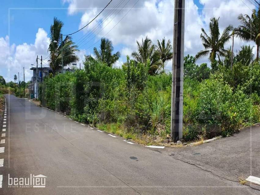 Residential land of 9 perches is for sale in Kashinath Road, Flacq