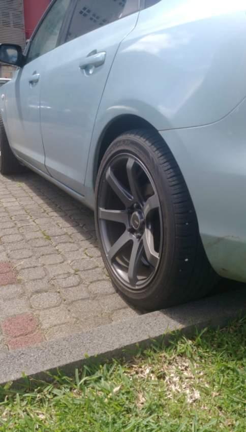 jante forge 17x8j pcd 114.3x5 + pneu sport 225/45/17