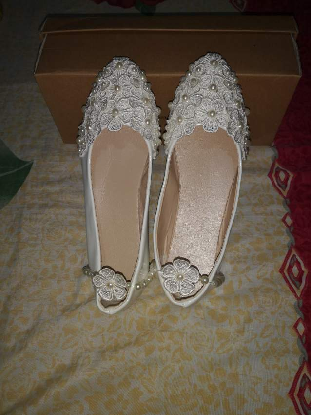 White lace pearl wedding bridal shoe