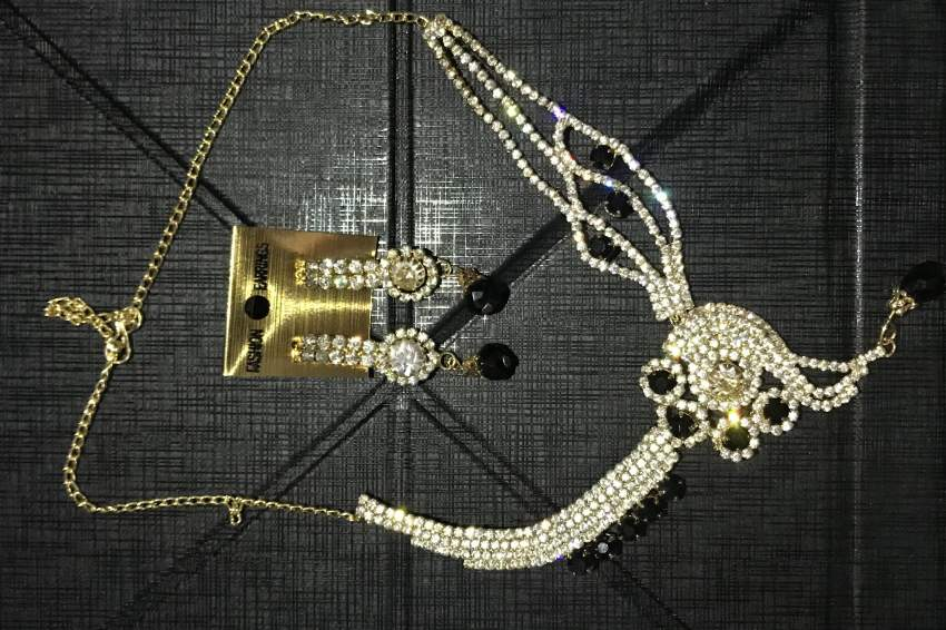Indian necklace and earrings set
