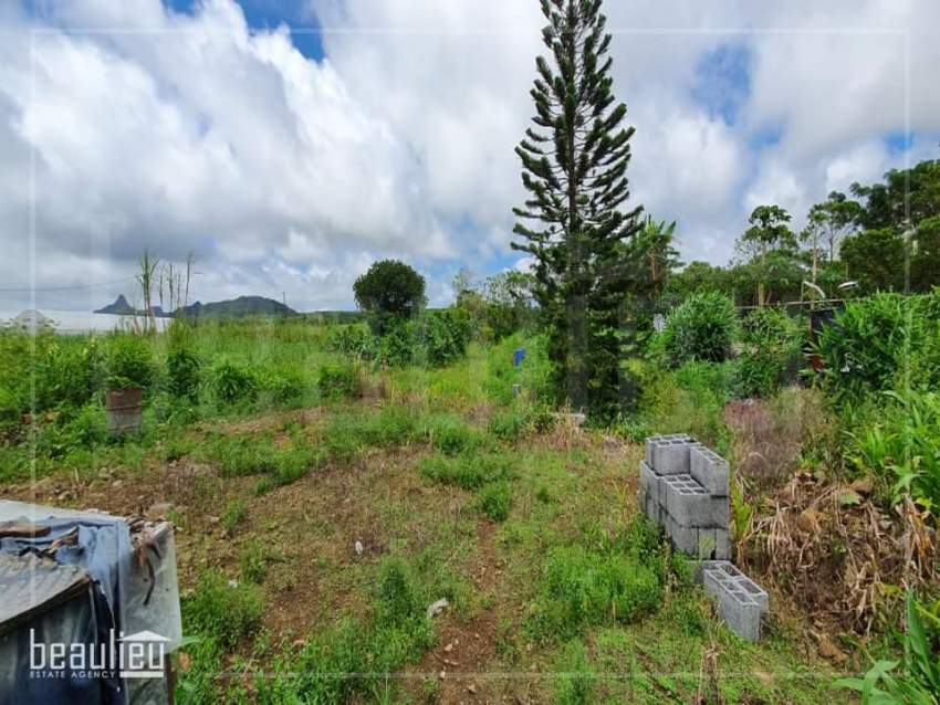 Residential land of 15 perches for sale in Providence, Quartier Milita