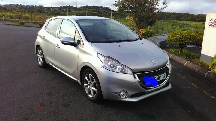 Peugeot 208 1.4eHDI AUTOTIPTRONIC - Compact cars on Aster Vender